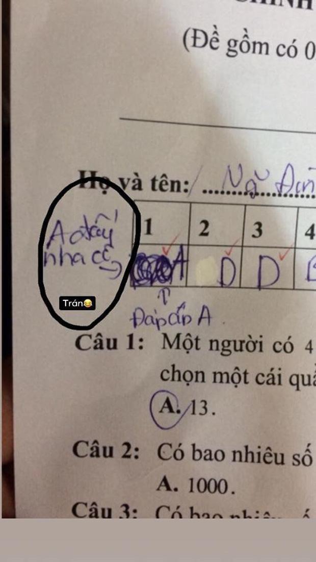 Sửa đi sửa lại đáp án vẫn phải ghi 2 câu chú thích trong bài kiểm tra, nam sinh bị mắng vốn: Biểu hiện của sự lươn lẹo - Ảnh 2.
