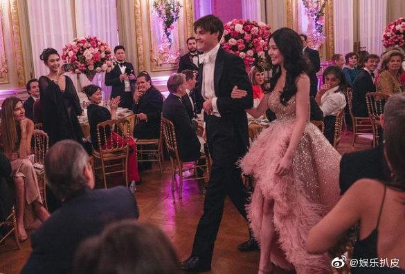 Đêm tiệc giới siêu giàu gây chú ý với màn ra mắt của 19 tiểu thư lá ngọc cành vàng, nổi bật nhất lại là cô gái châu Á này - Ảnh 7.
