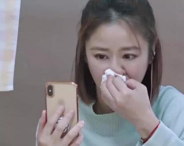 Được nói chuyện với con gái sau thời gian dài xa cách, Lâm Tâm Như khóc nức nở ngay trên sóng truyền hình - Ảnh 4.