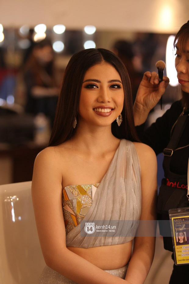 Đột nhập hậu trường Bán kết Hoa hậu Hoàn vũ Việt Nam: Thúy Vân và dàn thí sinh tự tin khoe sắc trước đêm thi quan trọng - Ảnh 5.