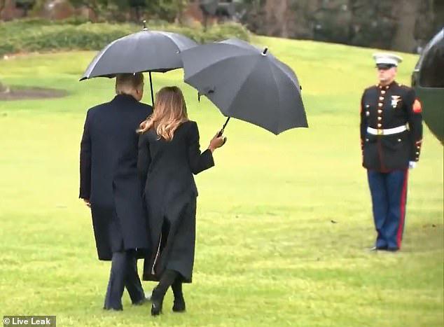 Vợ chồng TT Trump diện đồ đôi, bà Melania suýt bị chồng bỏ quên khi chuẩn bị lên đường sang Anh? - ảnh 4
