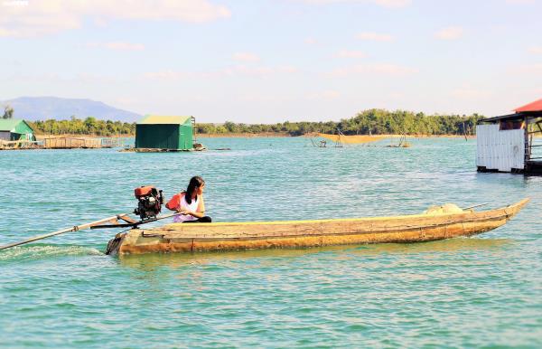 Cận cảnh cuộc mưu sinh của dân làng chài trong lòng hồ thủy điện Sê San - Ảnh 8.
