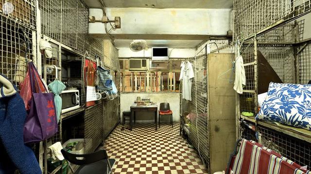 Bên trong những căn nhà chuồng cọp tại Hong Kong: Cả một thế giới kỳ lạ, từ nghèo tột cùng đến trung lưu ăn trắng mặc trơn tại cùng một tòa nhà - Ảnh 3.