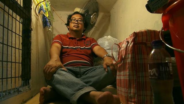 Bên trong những căn nhà chuồng cọp tại Hong Kong: Cả một thế giới kỳ lạ, từ nghèo tột cùng đến trung lưu ăn trắng mặc trơn tại cùng một tòa nhà - Ảnh 4.