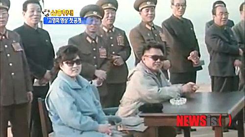 Ông Kim Jong Un dựng bia đá, ca ngợi mẹ ruột là mẫu thân của bậc quân vương tối cao Triều Tiên - Ảnh 2.