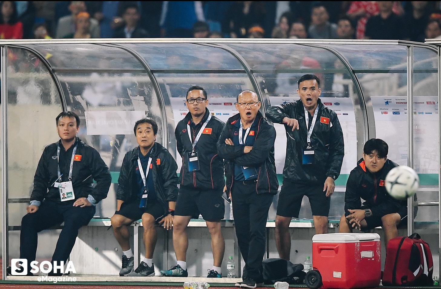 Trợ lý ngôn ngữ Lê Huy Khoa: Ông Park từng phát bực vì sự im lặng của cầu thủ Việt Nam - Ảnh 2.