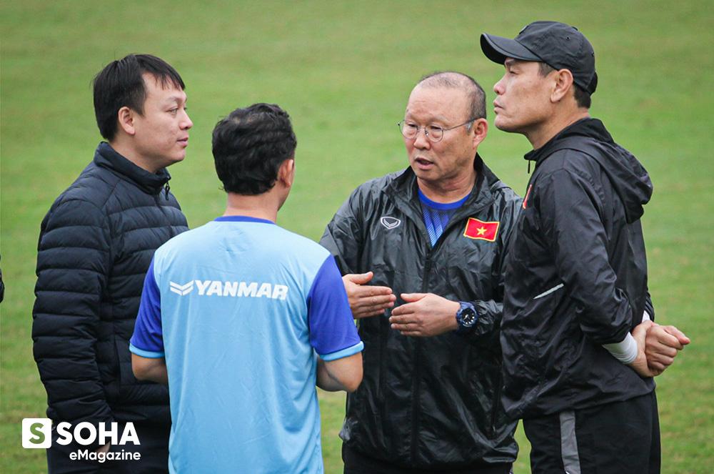 Trợ lý ngôn ngữ Lê Huy Khoa: Ông Park từng phát bực vì sự im lặng của cầu thủ Việt Nam - Ảnh 5.