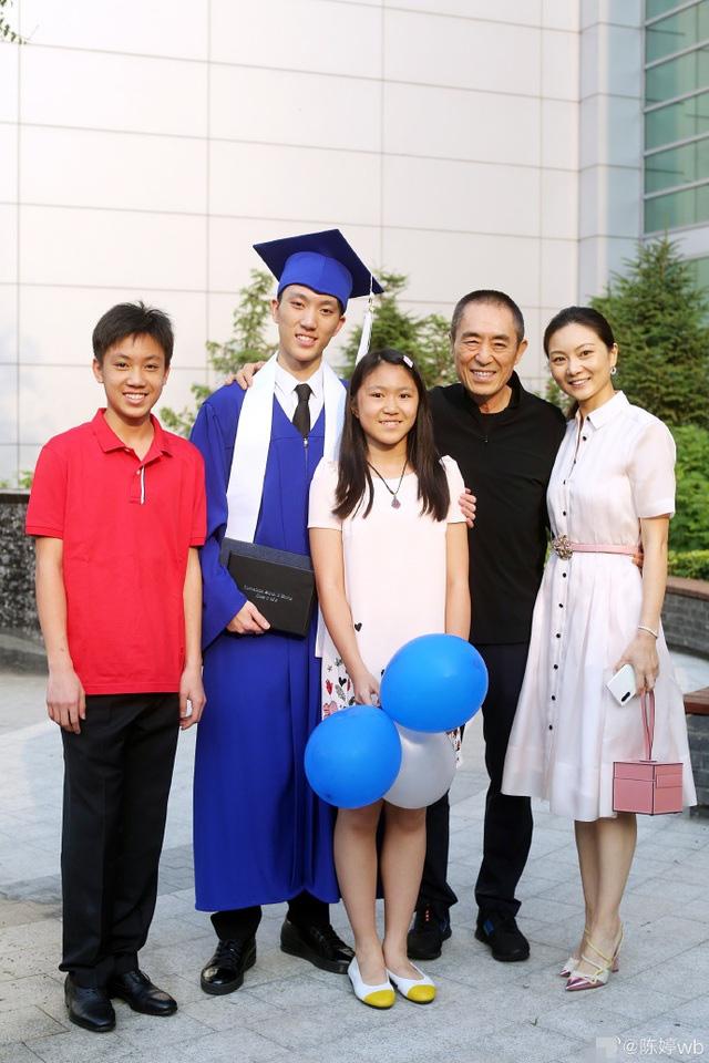 Trương Nghệ Mưu: Bỏ vợ khi thành danh, kết hôn với học trò kém 31 tuổi - Ảnh 10.
