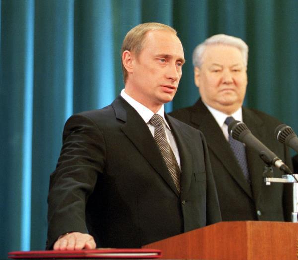 20 năm cầm quyền và những bức ảnh đậm chất Putin - Ảnh 1.