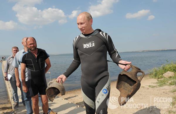 20 năm cầm quyền và những bức ảnh đậm chất Putin - Ảnh 15.