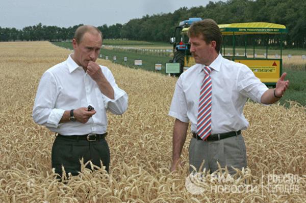 20 năm cầm quyền và những bức ảnh đậm chất Putin - Ảnh 8.