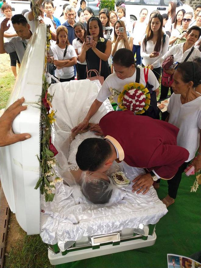 Chuyện tình đẫm nước mắt của chàng trai mất người yêu ngay trước thềm hôn lễ, ngày cưới cũng là ngày đám tang của cô dâu - Ảnh 9.