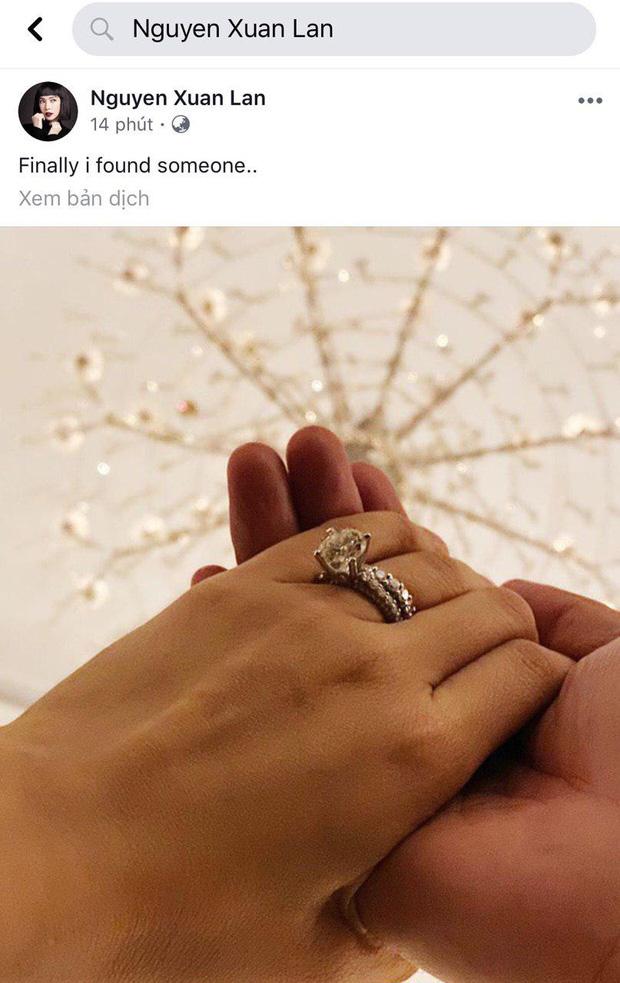 Bất ngờ đeo nhẫn kim cương khủng ở vị trí đặc biệt, nắm tay người giấu mặt, Xuân Lan sắp lên xe hoa lần 2? - Ảnh 1.