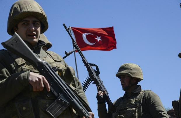 CẬP NHẬT: KQ Nga bất ngờ không kích nhầm vào QĐ Syria, thương vong lớn - Thảm họa lớn đã xảy ra? - Ảnh 15.