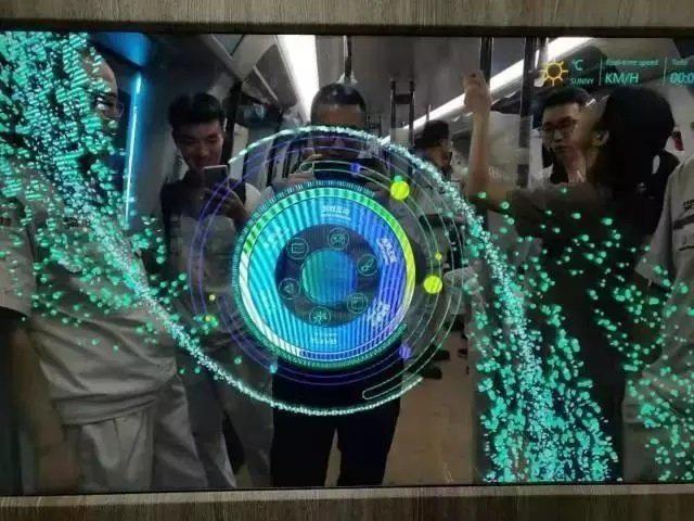 Tàu điện ngầm có cửa sổ kiêm màn hình cảm ứng được thử nghiệm ở Trung Quốc - Ảnh 2.