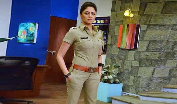 Nữ cảnh sát Ấn Độ xinh đẹp giả vờ cầu hôn với tội phạm rồi tóm hắn ngay tại chỗ hẹn hò - Ảnh 1.