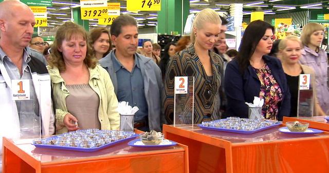 Nhân viên siêu thị tiết lộ mánh khóe bẫy khách mua hàng - Ảnh 1.