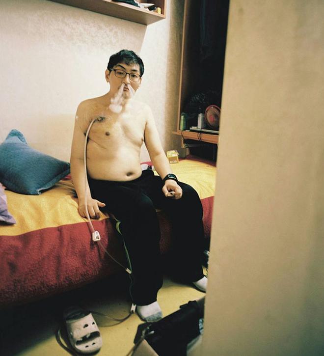 Bộ ảnh lột tả sự thật trần trụi về một tầng lớp người Hàn Quốc sống trong những căn nhà hộp chật chội, tù túng đến nghẹt thở - Ảnh 2.
