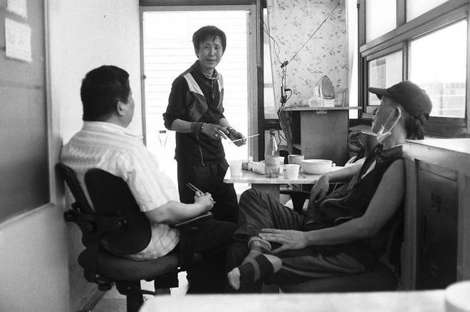Bộ ảnh lột tả sự thật trần trụi về một tầng lớp người Hàn Quốc sống trong những căn nhà hộp chật chội, tù túng đến nghẹt thở - Ảnh 12.