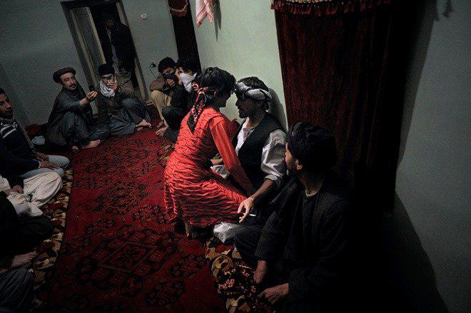 Vấn nạn Bacha bazi - những trai nhảy tuổi vị thành niên bị lạm dụng tình dục một cách có hệ thống - Ảnh 3.