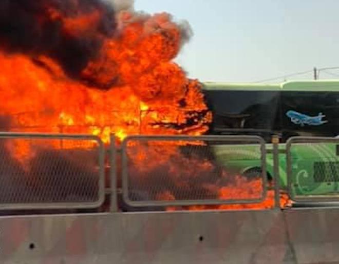 Xe giường nằm cháy dữ dội khi đang chạy, Quốc lộ 1A ách tắc nhiều giờ - Ảnh 5.