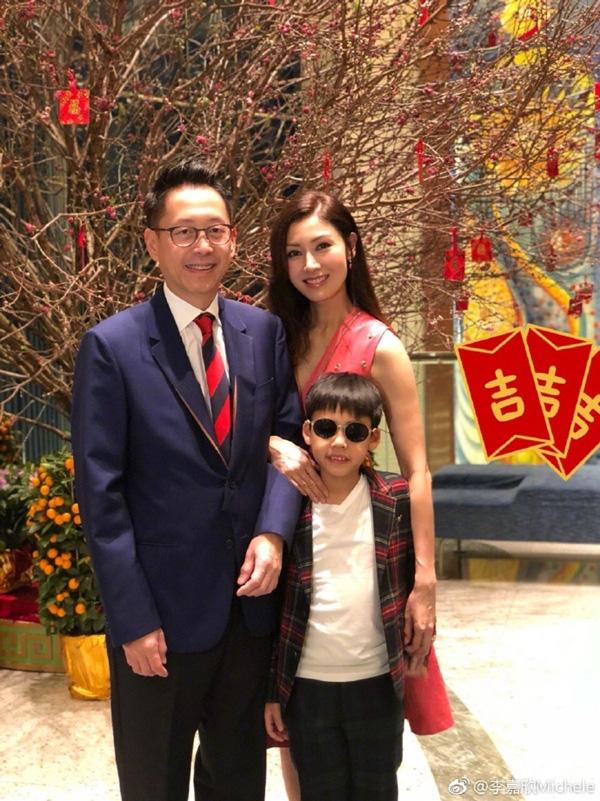 Hoa hậu đẹp nhất lịch sử Hong Kong: Bỏ tài tử nổi tiếng, lao vào các cuộc tình vật chất với đại gia - Ảnh 11.