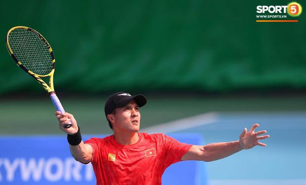 Bản lĩnh như soái ca quần vợt Việt Nam: Bị trọng tài xử ép khi đối đầu tay vợt chủ nhà nhưng vẫn ngược dòng ngạo nghễ để tạo nên trận chung kết toàn Việt Nam - Ảnh 1.