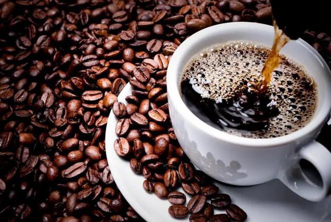 Chúng ta đang vô tư uống cà phê nhiều tới mức máu hiến tặng cũng chứa rất nhiều caffein - Ảnh 1.