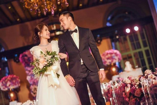 Vướng tin đồn ăn chơi trác táng cặp kè hot girl, chồng Chung Hân Đồng lên show kể không đủ tiền mua nhẫn cưới - Ảnh 4.
