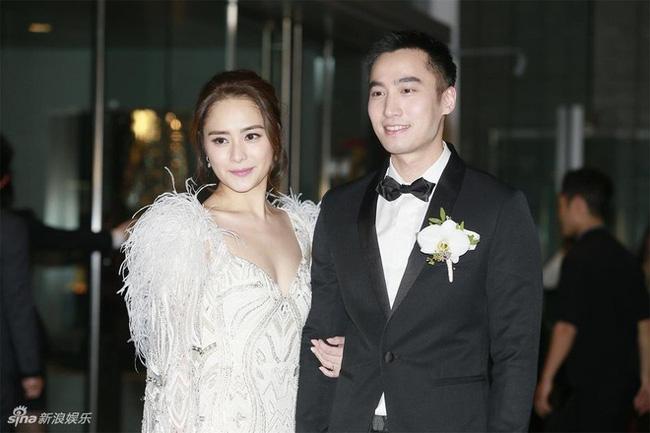 Vướng tin đồn ăn chơi trác táng cặp kè hot girl, chồng Chung Hân Đồng lên show kể không đủ tiền mua nhẫn cưới - ảnh 5