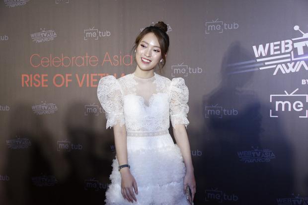 Bắn vèo vèo 4 ngoại ngữ trên thảm đỏ phỏng vấn loạt nghệ sĩ Quốc tế, Khánh Vy được dân mạng khen ngợi hết lời - Ảnh 2.
