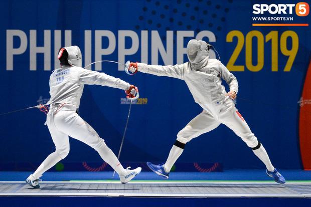 Bất chấp Thái Lan giở chiêu trò, nam thần đấu kiếm Vũ Thành An cùng đồng đội vẫn giành tấm huy chương vàng thứ 3 tại SEA Games 30 - Ảnh 2.