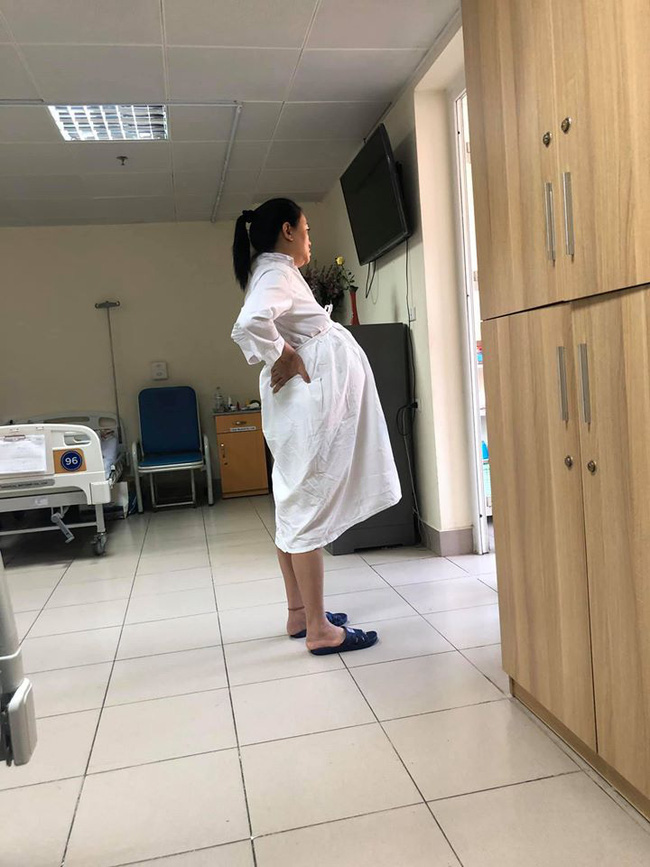 Bà bầu U50 Văn Thùy Dương ôm bụng to vượt mặt, khoe ảnh chồng chụp xấu xí trước khi lâm bồn - ảnh 1