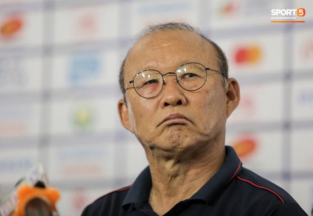HLV Park Hang-seo tiết lộ gây sốc: U22 Việt Nam cạn thể lực rồi, đá bằng tinh thần ở bán kết SEA Games thôi - Ảnh 1.
