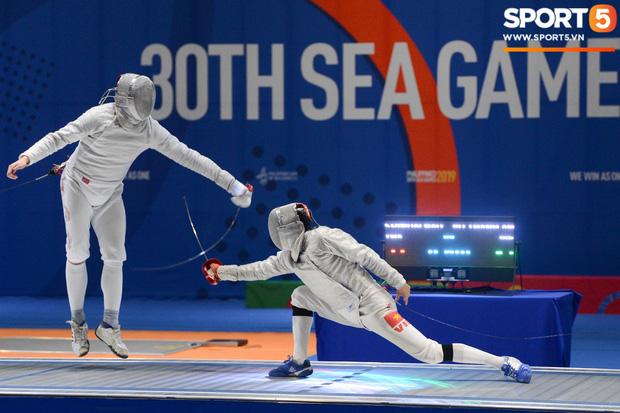 Bất chấp Thái Lan giở chiêu trò, nam thần đấu kiếm Vũ Thành An cùng đồng đội vẫn giành tấm huy chương vàng thứ 3 tại SEA Games 30 - Ảnh 12.