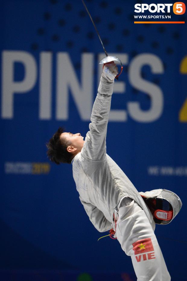 Bất chấp Thái Lan giở chiêu trò, nam thần đấu kiếm Vũ Thành An cùng đồng đội vẫn giành tấm huy chương vàng thứ 3 tại SEA Games 30 - Ảnh 13.