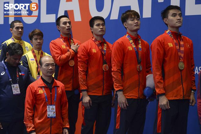 Bất chấp Thái Lan giở chiêu trò, nam thần đấu kiếm Vũ Thành An cùng đồng đội vẫn giành tấm huy chương vàng thứ 3 tại SEA Games 30 - Ảnh 14.