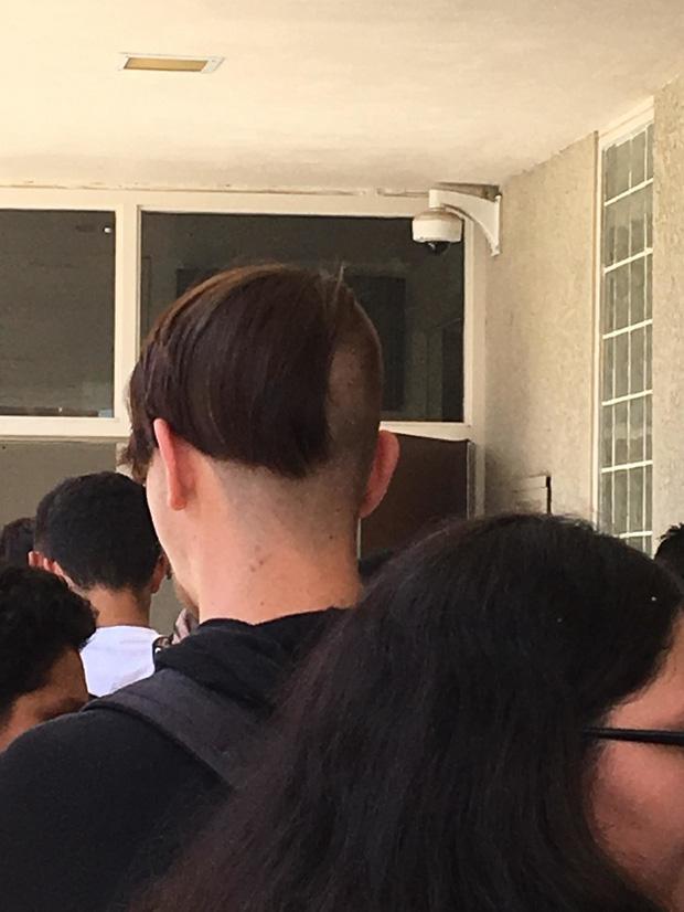 20 kiểu đầu độc dị chứng minh đừng ai dại mà làm phật lòng anh thợ cắt tóc những khi muốn thay đổi diện mạo mới - Ảnh 17.