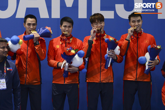 Bất chấp Thái Lan giở chiêu trò, nam thần đấu kiếm Vũ Thành An cùng đồng đội vẫn giành tấm huy chương vàng thứ 3 tại SEA Games 30 - Ảnh 15.