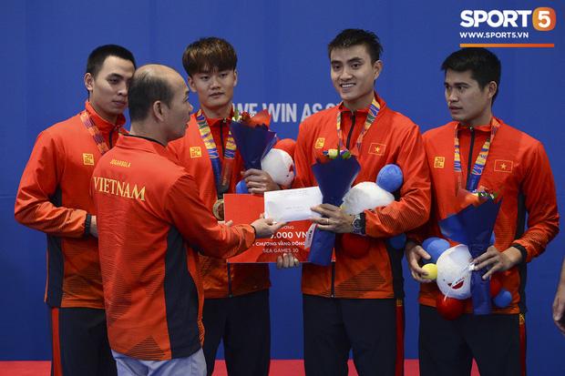 Bất chấp Thái Lan giở chiêu trò, nam thần đấu kiếm Vũ Thành An cùng đồng đội vẫn giành tấm huy chương vàng thứ 3 tại SEA Games 30 - Ảnh 16.