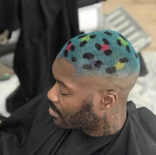 20 kiểu đầu độc dị chứng minh đừng ai dại mà làm phật lòng anh thợ cắt tóc những khi muốn thay đổi diện mạo mới - Ảnh 21.