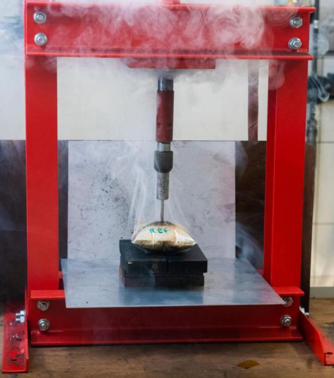 """Đã tìm ra giải pháp """"đóng băng"""" pin lithium ion bằng nitơ lỏng, tránh pin phát nổ nếu có va chạm - Ảnh 2."""