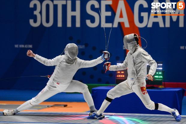 Bất chấp Thái Lan giở chiêu trò, nam thần đấu kiếm Vũ Thành An cùng đồng đội vẫn giành tấm huy chương vàng thứ 3 tại SEA Games 30 - Ảnh 3.