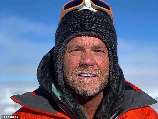Giấc mơ bị bỏ lại giữa sợ hãi tột cùng, hỗn loạn trên đỉnh Everest kẹt cứng người - Ảnh 3.