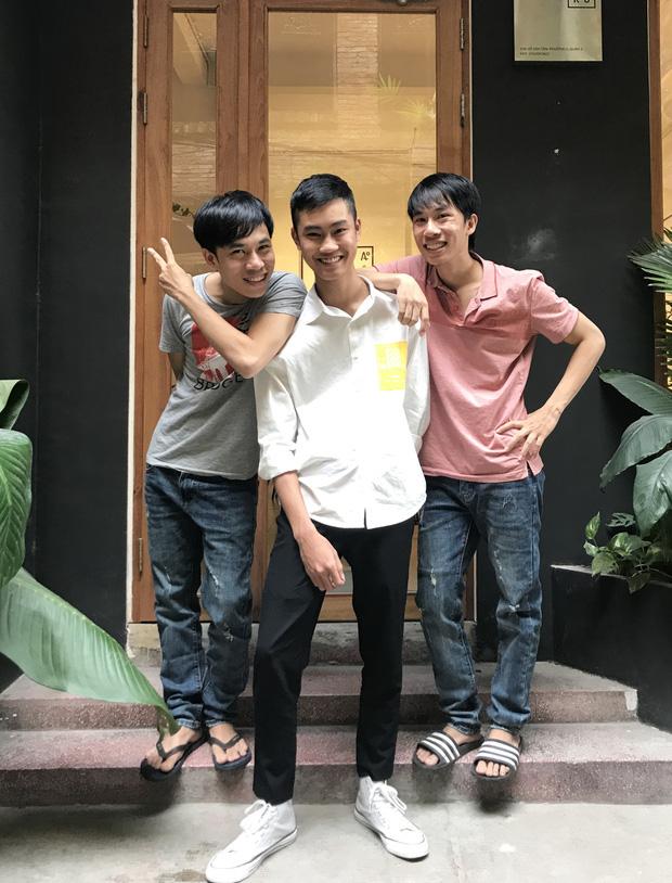 """1977 vlog du hí Sài Gòn: Thoải mái mang tông lào dạo phố, """"ông giáo"""" nhớ lời vợ dặn không được ngắm gái nhưng vẫn ngắm... như thường - Ảnh 4."""
