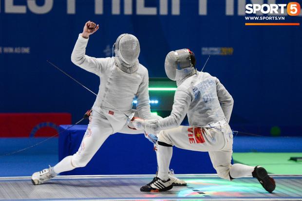 Bất chấp Thái Lan giở chiêu trò, nam thần đấu kiếm Vũ Thành An cùng đồng đội vẫn giành tấm huy chương vàng thứ 3 tại SEA Games 30 - Ảnh 4.