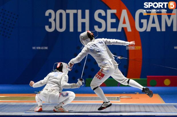Bất chấp Thái Lan giở chiêu trò, nam thần đấu kiếm Vũ Thành An cùng đồng đội vẫn giành tấm huy chương vàng thứ 3 tại SEA Games 30 - Ảnh 5.