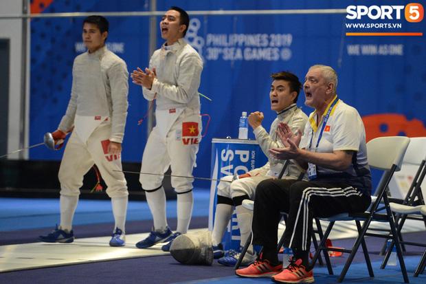 Bất chấp Thái Lan giở chiêu trò, nam thần đấu kiếm Vũ Thành An cùng đồng đội vẫn giành tấm huy chương vàng thứ 3 tại SEA Games 30 - Ảnh 10.