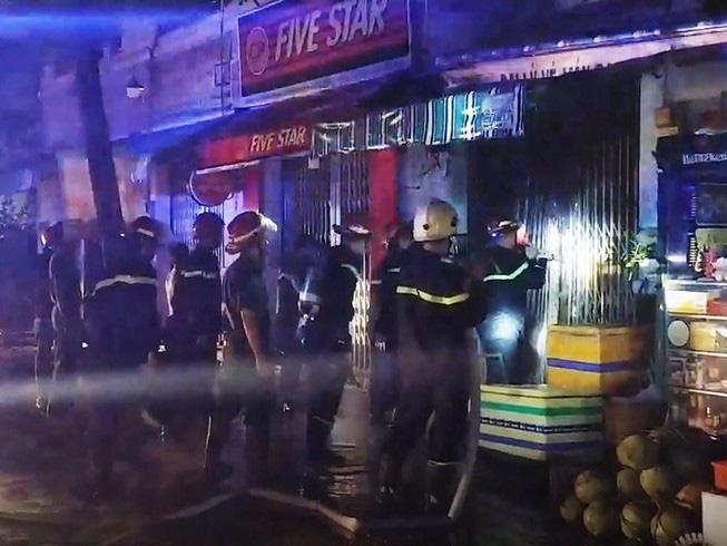 Vụ cháy khiến 2 phụ nữ cùng 1 cháu bé tử vong ở Sài Gòn: Căn nhà bị khoá trong bằng 3-4 ổ khoá - Ảnh 3.