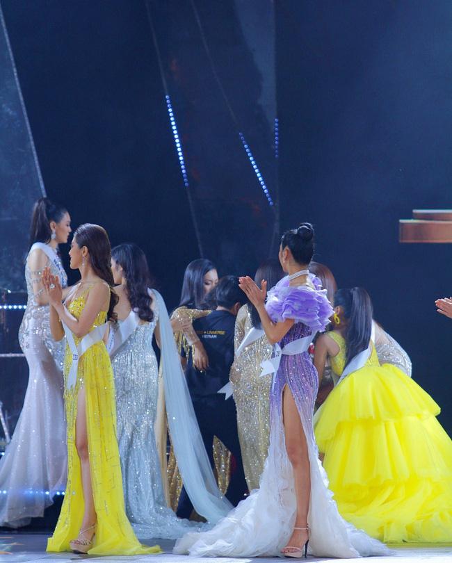 Trượt Top 3 Hoa hậu Hoàn vũ, Hương Ly bất ngờ ngã gục, ngất xỉu, không lên nhận giải - Ảnh 2.